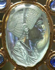 Close up on the intaglio di Giulia Titi, the intaglio is Imperial Roman, and set in a 9th. century golden framework, combined with aquamarine, 9 sapphires and six pearls. Ancient Roman glyptics in the Cabinet des médailles, Paris.