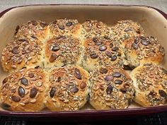 Ratzfatz Brötchen Das Grundset von Pampered Chef ist so vielseitig. Du h… Ratzfatz Bötchen The basic set from Pampered Chef is so versatile. With the basic set you have a huge casserole dish and the many … Baked Rolls, Pampered Chef Recipes, Eating For Weightloss, Fiber Rich Foods, Pastry Shop, Weight Loss Eating Plan, Pumpkin Recipes, Casserole Dishes, Bakery