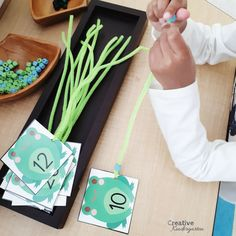 Numbers 1 to 20 one-to-one correspondance activity for kindergarten math center. Great for fine motor skill practice. Free number cards