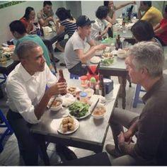 """Image copyright                  obama INSTAGRAM l ANTHONY BOURDAIN                  Image caption                     Esta foto, compartida en Instagram por el chef Anthony Bourdain, atrajo más de 120.000 """"me gusta"""" y miles de comentarios.   En el corazón de Hanói, este martes el presidente de Estados Unidos, Barack Obama, se sentó a saborear una comida de US$6 con el célebre chef Anthony Bourdain. La cita tuvo lugar durante la visita del"""