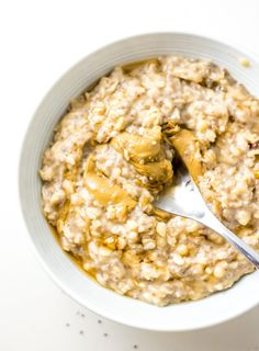 Optional: Top with almond butter or peanut butter, a few nuts or seeds and some berries or sliced apple. To add more protein, stir in 1 scoop of vegan vanilla protein powder and increase the liquid by 1/4 cup. You'll need about 10 minutes to prepare this recipe if you want to make it stove-top in the morning and enjoy it at home. If you need to take it on the road, you can either cook and store it the night before or make it as overnight oats and just add all the ingredients to a container... Banana Oatmeal Recipe, Oatmeal Recipes, Vegan Breakfast Recipes, Healthy Dinner Recipes, Real Food Recipes, Vegan Recipes, Healthy Meals, Baking Recipes, Porridge Recipes
