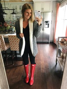 Shop My Closet // Weekly Outfits + Sales! - Living in Yellow Red Hunter Boots, Red Rain Boots, Hunter Boots Outfit, Cozy Fall Outfits, Winter Fashion Outfits, Autumn Fashion, Spring Fashion, Fashion Dresses, Fashion In