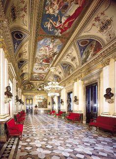 El foyer del Teatro Nacional de Praga.