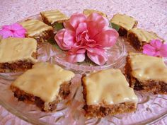 SPLENDID LOW-CARBING BY JENNIFER ELOFF: FROSTED PEANUT BUTTER CHIP SQUARES