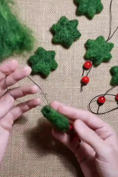 Christmas Ornament Template, Fabric Christmas Ornaments, Diy Christmas, Felt Ornaments Patterns, Handmade Ornaments, Felt Patterns, Felted Wool Crafts, Felt Crafts, Needle Felting Tutorials