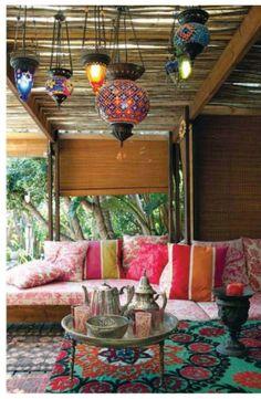 Lanternas -  As lanternas são marca registrada na decoração marroquina, são lindas e deixam qualquer ambiente mais charmoso e aconchegante!