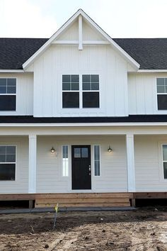 Do You Want Modern Farmhouse Style In Your Exterior? If you need inspiration for the best modern farmhouse exterior design ideas. Our team recommends some amazing designs that might be inspire you. Farmhouse Exterior Colors, Farmhouse Design, Rustic Farmhouse, Farmhouse Style, Farmhouse Windows, Simple Farmhouse Plans, Farmhouse Trim, Rustic Exterior, Farmhouse Lighting