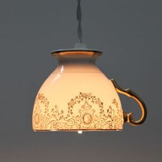 アンティークカップをランプシェードにした密売東京「さかさまカップ」がお洒落でかわいい。喫茶店やカフェにおすすめの照明。