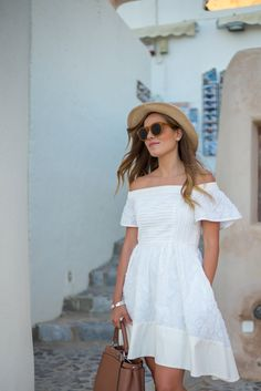 Summer Time For Off Shoulder Dresses Ideas 72 White Sundress, White Dress Summer, Summer Dress Outfits, Casual Summer Outfits, Preppy Dresses, Fall Outfits, Gal Meets Glam, Greece Outfit, Look Rose