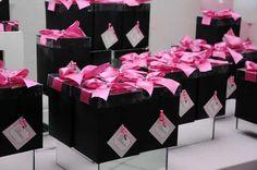 As cores preto e rosa são as preferidas nas festas de debutantes, as adolescentes adoram.
