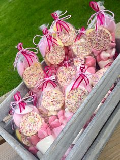 Pink and white birthday party sweet candy favors Favour cones