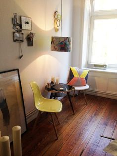 Kleine Retro-Sitzecke in Hamburger Wohnungsküche #Esszimmer #Retro #Sitzecke
