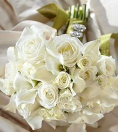 Discover FTD's beautiful wedding flowers and bouquets. From hand-crafted arrangements to boutonnieres and more, FTD has flowers for your picture-perfect wedding. Cheap Wedding Flowers, Bridal Flowers, Flower Bouquet Wedding, Bouquet Flowers, Send Flowers, Floral Bouquets, Bridal Bouquets, Fort Worth Wedding, Same Day Flower Delivery