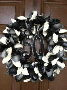 I made a #balloon #wreath for my #mothers #50th #birthday #party.