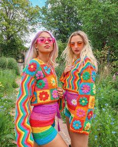 Colourful Outfits, Retro Outfits, Colorful Fashion, Cute Fashion, Modern Crochet, Diy Crochet, Crochet Top, Crochet Pants, Aesthetic Fashion