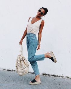 casual outfit ideas for women. cute and comfy summer outfit inspiration. casual outfit ideas for women. cute and comfy summer outfit inspiration. Looks Street Style, Looks Style, Looks Cool, Cute Easter Outfits, Womens Easter Outfits, Casual Outfits, Cute Outfits, Night Outfits, Family Outfits