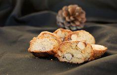 Les cantucci (croquants aux amandes) sont des biscuits croquants typiques de la…