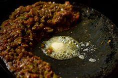 Masala Pav Recipe with stepwise pics. Masala Pav is basically pav stuffed with a spiced buttery onion, tomatoes and capsicum filling. Pav Recipe, Bhaji Recipe, Gourmet Recipes, Cooking Recipes, Healthy Recipes, Corn Pancakes, Mumbai Street Food, Pav Bhaji, Grilled Sausage