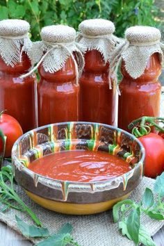 Sos de rosii pentru paste sau pizza, un sos savuros ce vor da pizzei sau pastelor preferate o savoare aparte. Ketchup, Salsa Dulce, European Cuisine, Pita, Vegetarian Recipes, Healthy Recipes, Romanian Food, Hot Soup, Canning Recipes