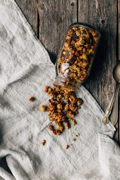 Turmeric granola (vegan + gluten-free) (Iets meer havermout + langer bakken op lagere temperatuur)