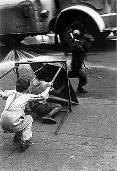 Helen Levitt  //  New York, circa 1940