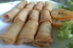 Gli involtini primavera sono un tipico piatto della cucina cinese ripieno di verdure o di carne con involucro di fogli di carta di riso