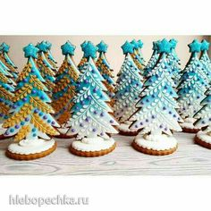 30 Ideas Cookies Decorated Christmas Tree Source by uaniol Christmas Tree Cookies, Iced Cookies, Christmas Sweets, Christmas Gingerbread, Noel Christmas, Christmas Goodies, Holiday Cookies, Christmas Baking, Gingerbread Cookies