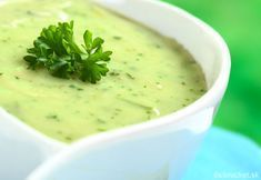 Garden Pea and Mint Soup - Essential Cuisine. For a silky smooth dinner starter pass the soup through a fine sieve or chinois and garnish with fine strips of German Black Forest smoked ham and shredded mint leaves. Healthy Snacks, Healthy Eating, Healthy Recipes, Pea And Mint Soup, Sopa Detox, Lunches And Dinners, Meals, Modern Food, Smoked Ham