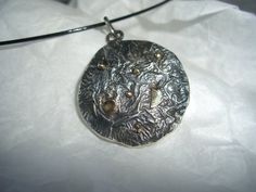Schmuckanhänger - Silberscheibe, geschwärzt mit Goldauflage - ein Designerstück von schmuckspektakel bei DaWanda