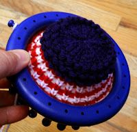 Whether you call it koozie, coozie, cozie, kozie, huggie or holder, this is the perfect warm weather project for the loom knitter. Made usin...