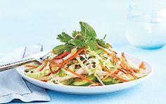 Chou nappa, échalotes frites, concombre, carotte… Beaucoup de croquant dans cette salade thaïe!