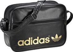 La clásica Airline Bag de adidas Originals, práctica para viajes