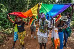 Frédéric Noy, Ekifire les demi-morts. Avoir des relations sexuelles entre adultes de même sexe est considéré comme un délit, voire un crime, dans 77 États du monde. C'est ce qu'Amnesty International appelle l'homophobie d'État. En Afrique, où plus de trente pays disposent de lois répressives, l'homosexualité est ignorée, instrumentalisée ou stigmatisée par des gouvernements arguant que la population ne veut pas de « ces gens-là » pour des raisons culturelles.