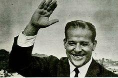 #HistóriaDoBrasil: 50 anos do Golpe Militar no Brasil | Por @João Pinheiro. Hoje é o dia em que completamos 50 anos após o Golpe Militar de 1964 no Brasil, um movimento que literalmente mudou a história do país. Você lembra como foi e o que aconteceu após isso? Confira aqui no Curioso e Cia. http://curiosocia.blogspot.com.br/2014/03/50-anos-do-golpe-militar-no-brasil.html