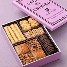 Cafe TANAKA レガル・ド・�ヒロ クッキー缶 Biscuits Packaging, Baking Packaging, Dessert Packaging, Food Packaging Design, Cookie Box, Cookie Gifts, Brownie Shop, Buy Cake, Baking Business