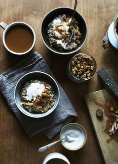 spiced buckwheat porridge with cashew yogurt, mulberries & maple (gluten-free, vegan) / sassy kitchen Plant Based Breakfast, Breakfast Bowls, Brunch Recipes, Breakfast Recipes, Breakfast Ideas, Cashew Yogurt, Detox Recipes, Thm Recipes, Healthy Recipes
