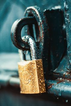 Close-Up Photography of Wet Padlock · Free Stock Photo Rain Photography, Close Up Photography, Creative Photography, Amazing Photography, Photography Ideas, Photo D Art, Foto Art, Best Wallpapers Android, Iphone Wallpapers