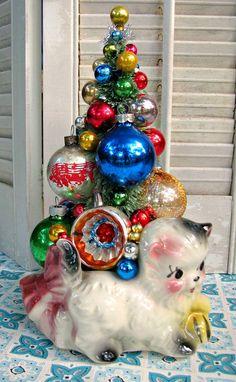 CUTE Vintage Kitty Cat Planter Bottle Brush Tree