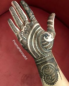Gorgeous Indian mehndi designs for hands this wedding season Latest Bridal Mehndi Designs, Indian Henna Designs, Simple Arabic Mehndi Designs, Henna Art Designs, Mehndi Designs For Girls, Mehndi Designs For Beginners, Full Hand Mehndi Designs, Mehndi Designs For Fingers, Wedding Mehndi Designs