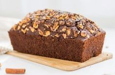 Sladký chlebíček sa dá využiť na mnoho spôsobov, či už ako dezert, alebo ako skvelý raňajkový či desiatový tip. Ja osobne ho preferujem práve na raňajky. Vždy si ho pripravím deň vopred, nakoľko sa pečie dlhšie akeď cez noc postojí vzavretej nádobe, ráno je ešte mäkkší achutnejší. Tento čoko-cuketový chlieb je po upečení krásne nadýchaný,… Continue reading → Cooking Recipes, Healthy Recipes, Sweet Desserts, Banana Bread, Good Food, Brunch, Food And Drink, Sweets, Fitness