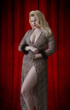 Lilli Luxe - Pinup Model -as supple as a leopard - grrrr
