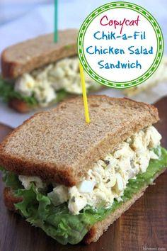 Copycat Chik-a-Fil Chicken Salad Recipe: Make Your Own Sandwiches – Mom Foodie -… Copycat Chik-a-Fil Chicken Salat Rezept: Machen Sie. Tacos, Good Food, Yummy Food, Chicken Salad Recipes, Recipe Chicken, Salad Chicken, Whole Foods Classic Chicken Salad Recipe, Tuna Salad, Snacks