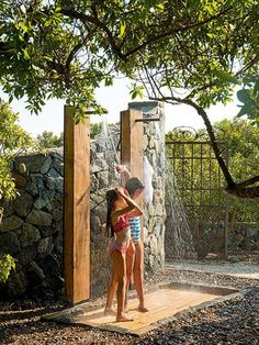 Arizona home ideas Outdoor Pool Shower, Outdoor Bathtub, Outdoor Bathrooms, Backyard Pool Designs, Swimming Pools Backyard, Backyard Landscaping, Outside Showers, Garden Shower, Water Features