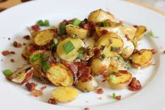 Breakfast Potatoes with bacon, cheese and scallions - ready to eat in 5 minutes potato al horno asadas fritas recetas diet diet plan diet recipes recipes Bacon Breakfast, Breakfast Potatoes, Breakfast Recipes, Breakfast Ideas, Homemade Pancakes, Baked Ziti, Morning Food, Creamed Mushrooms, Brownie Recipes
