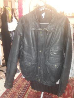 *Jaqueta de couro preta - M - R$80,00
