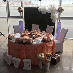 #weddingtime #bridetabledecor #florariaroal