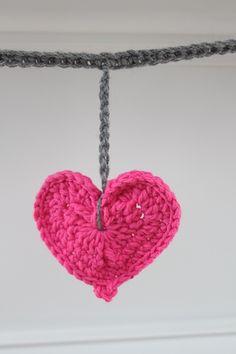 Crochet Heart Garland ✿Teresa Restegui http://www.pinterest.com/teretegui/✿