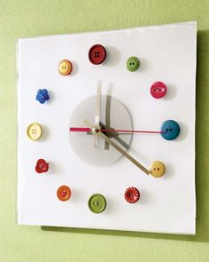 [dp DIY/Tic] DIY for the Sewing Room or Laundry Room - Crafts and projects I may do some day - Nähen Sewing Room Decor, Sewing Room Organization, My Sewing Room, Sewing Rooms, Coin Couture, Diy Buttons, Vintage Buttons, Diy Clock, Clock Ideas