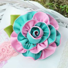 A perfect color combination, my favorite ribbon rose :D