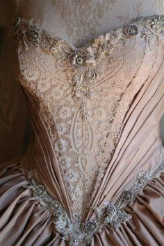 Minuet Wedding Gown  Moulage Corset with Chantilly French Solstiss Caudry lace,Poi-de-Soi Dupion Silk @corset@corsetgown @moulage @weddinggown @gownpretoria @caudrylace @frenchlace @chantilly @handmadeflowers @flowers